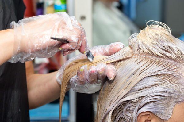 Как смыть краску с рук для волос