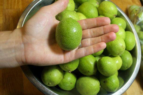 чем отмыть руки от зеленых грецких орехов